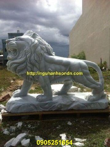 Tượng sư tử đi bằng đá cẩm thạch trắng