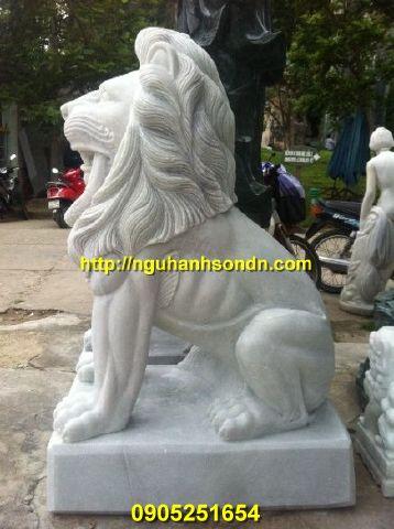 Tượng sư tử ngồi bằng đá nguyên khối